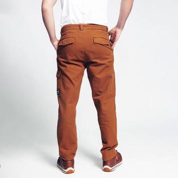 Pantalon de travail camel, 100% coton biologique. Pro et looké.