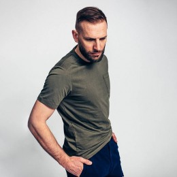 T-shirt de travail vert armée manches courtes en coton bio avec poche poitrine Dunas